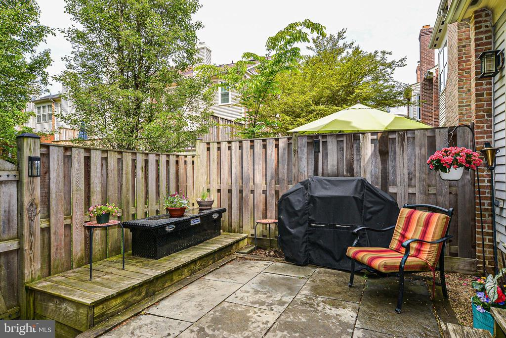 Great for bar-b-quing or just relaxing! - 6510 WESTMORE CT, SPRINGFIELD