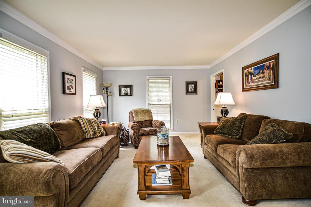 Comfortable Living room with lots of natural light - 6510 WESTMORE CT, SPRINGFIELD
