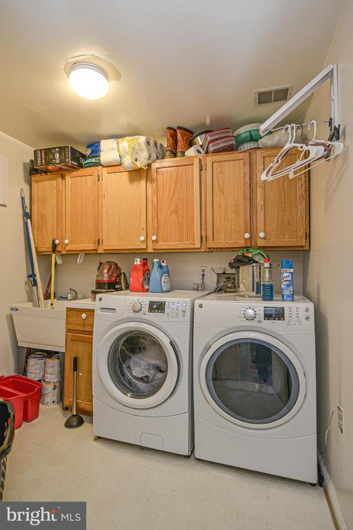 Spacious laundry room-not just a closet! - 6510 WESTMORE CT, SPRINGFIELD