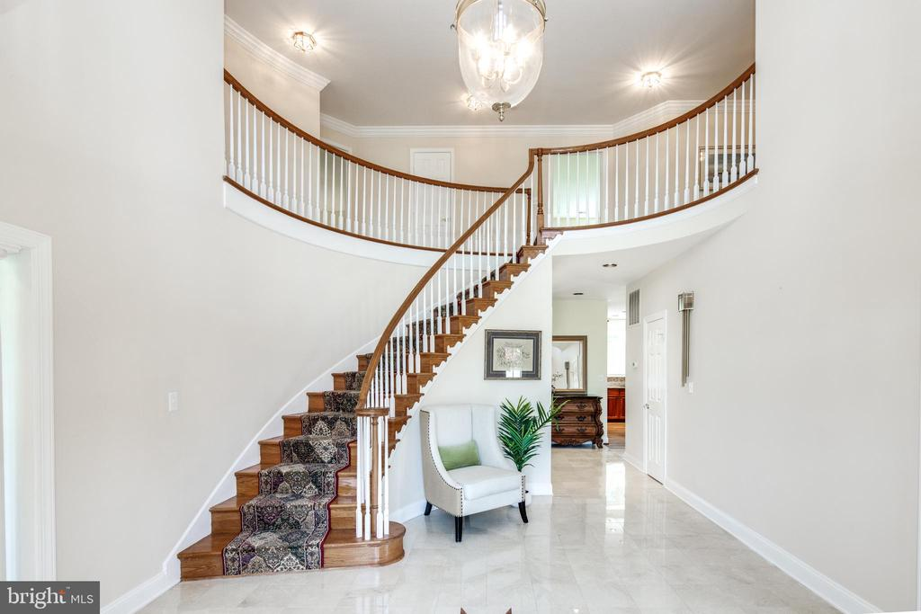 Foyer with Vaulted Ceilings & Sweeping Staircase - 9459 DERAMUS FARM CT, VIENNA