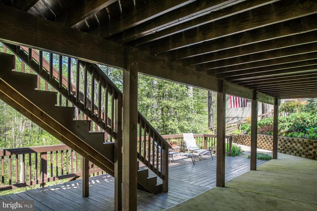 Access stairs to top level deck. - 325 SANDY RIDGE RD, FREDERICKSBURG