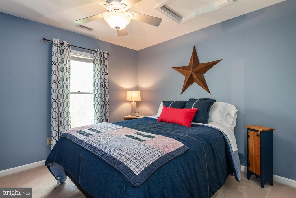 Second bedroom easily fits Queen sized bed. - 325 SANDY RIDGE RD, FREDERICKSBURG