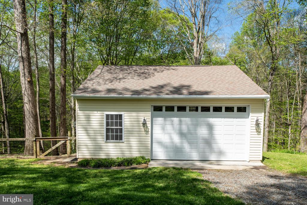 Detached 2+ garage/workshop and fenced area. - 325 SANDY RIDGE RD, FREDERICKSBURG