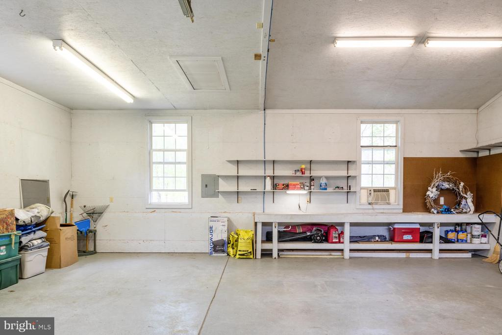 Detached garage w/pull down storage. - 325 SANDY RIDGE RD, FREDERICKSBURG