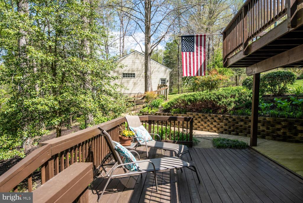 Lower deck adjoining covered patio. - 325 SANDY RIDGE RD, FREDERICKSBURG