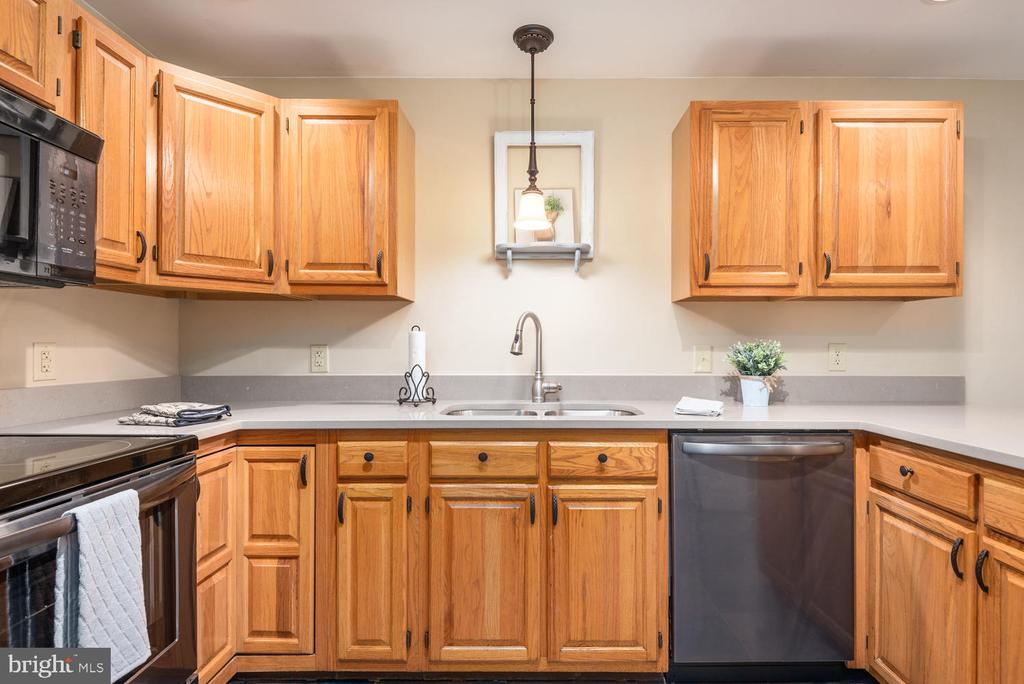 Appliances  upgraded 2 yrs ago and never used! - 325 SANDY RIDGE RD, FREDERICKSBURG