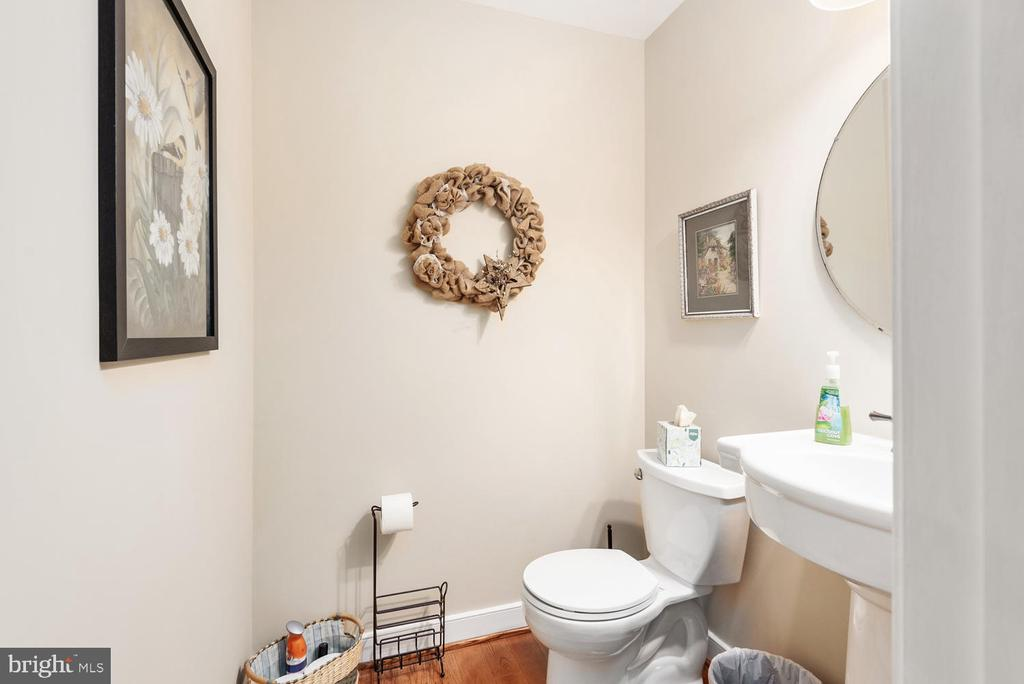 Main level powder room. - 325 SANDY RIDGE RD, FREDERICKSBURG