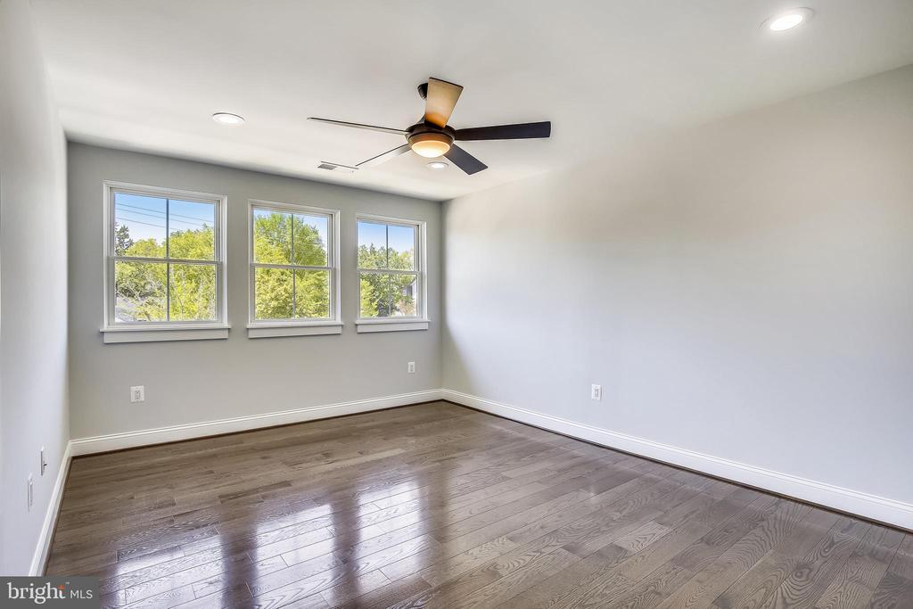 Large third front bedroom with wall of windows - 705 N BARTON ST, ARLINGTON