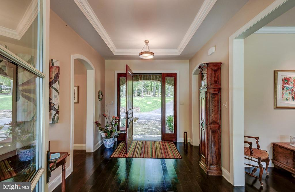 See through foyer to backyard - 28 CAVESWOOD LN, OWINGS MILLS
