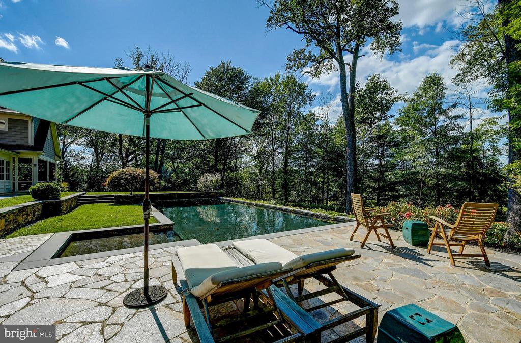 Separate built in hot tub/spa - 28 CAVESWOOD LN, OWINGS MILLS