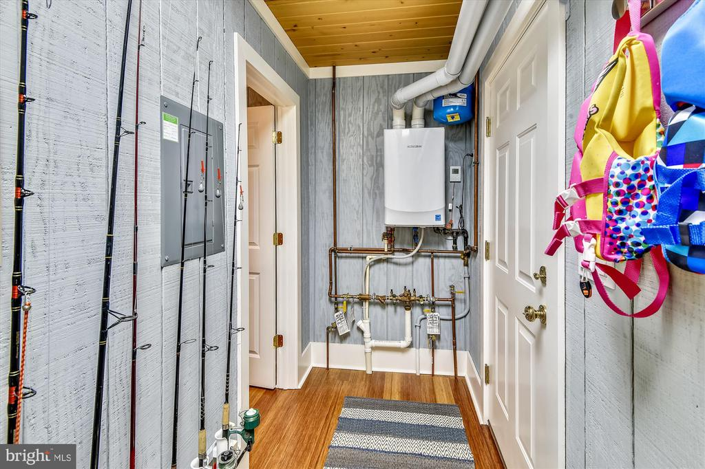 Tankless propane water heater - 236 MOUNTAIN LAUREL LN, ANNAPOLIS
