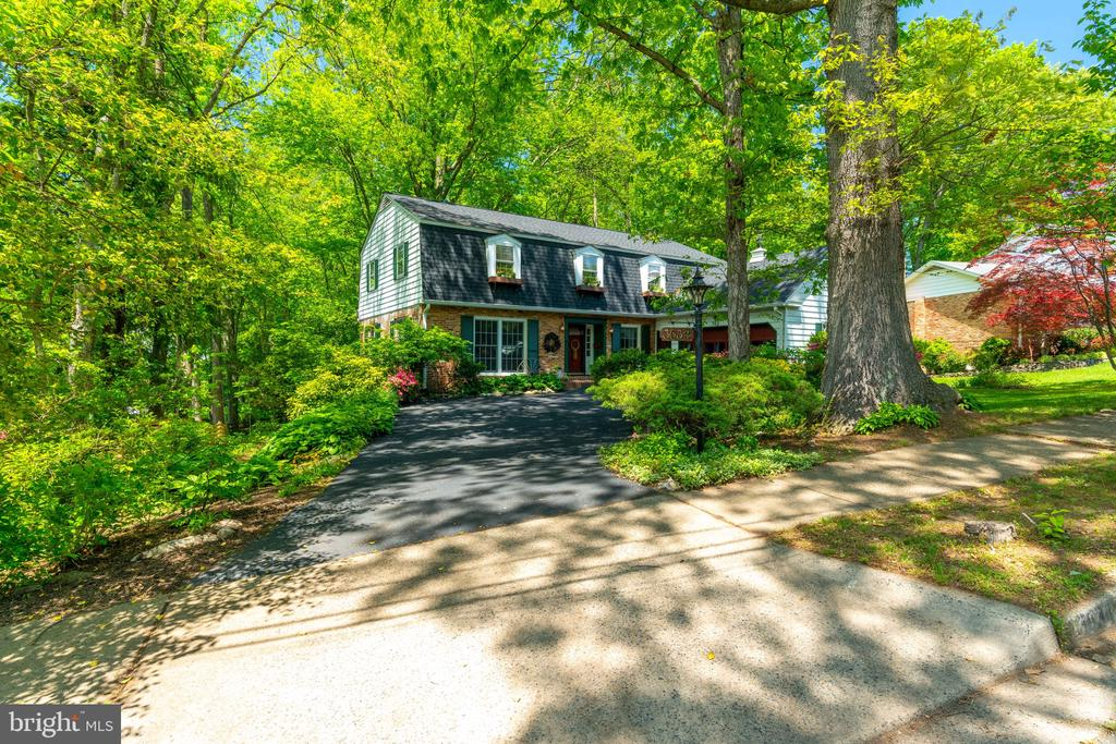 Welcome Home! - 3634 CAMELOT DR, ANNANDALE