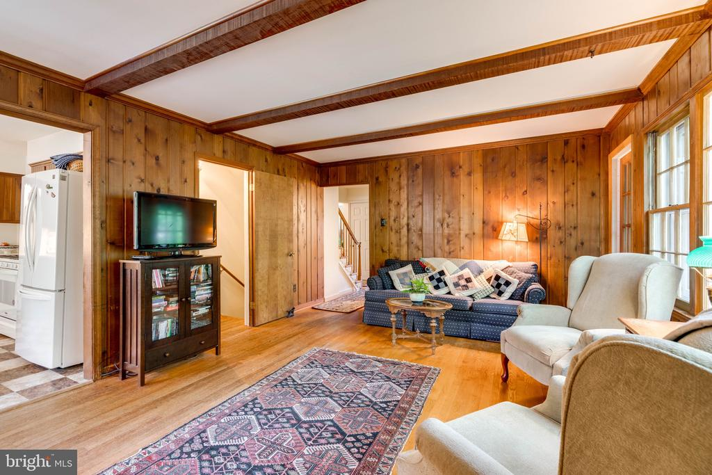 Charming Family Room - 3634 CAMELOT DR, ANNANDALE