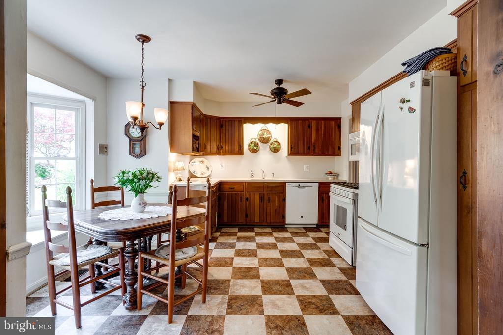 Kitchen with Bay Windows - 3634 CAMELOT DR, ANNANDALE