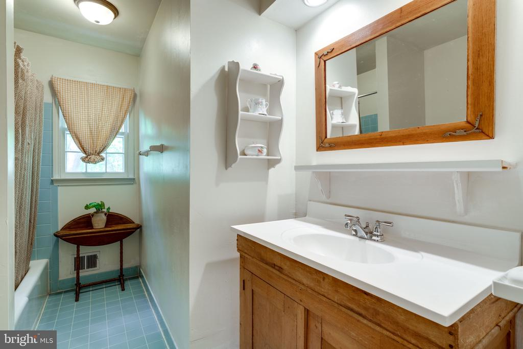 Full Bath 1 - 3634 CAMELOT DR, ANNANDALE