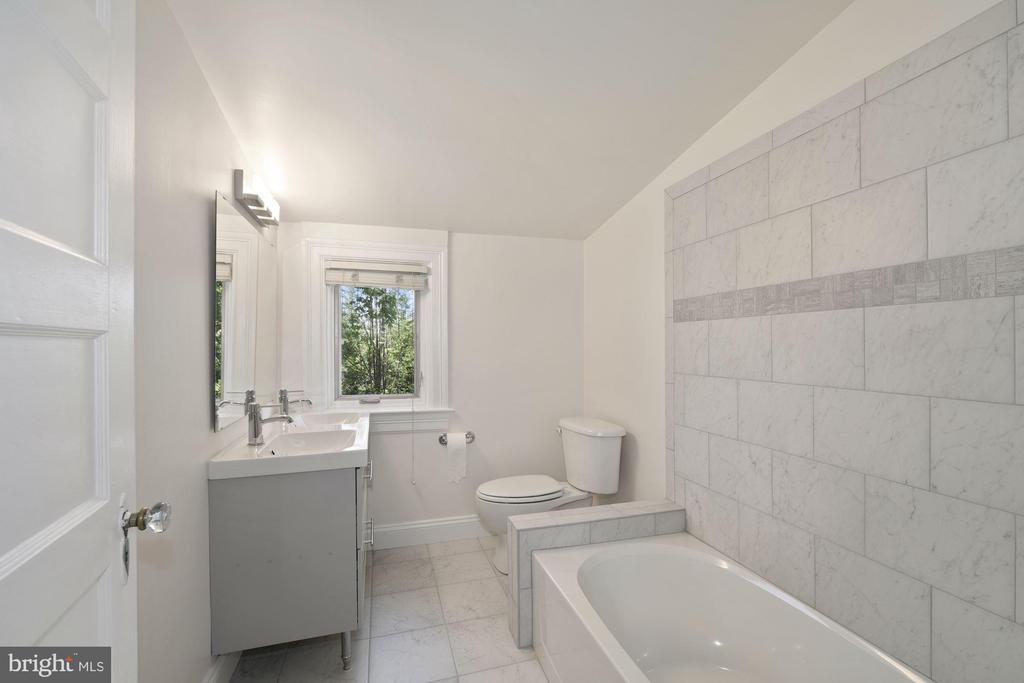 2nd floor bath - 4438 42ND ST NW, WASHINGTON
