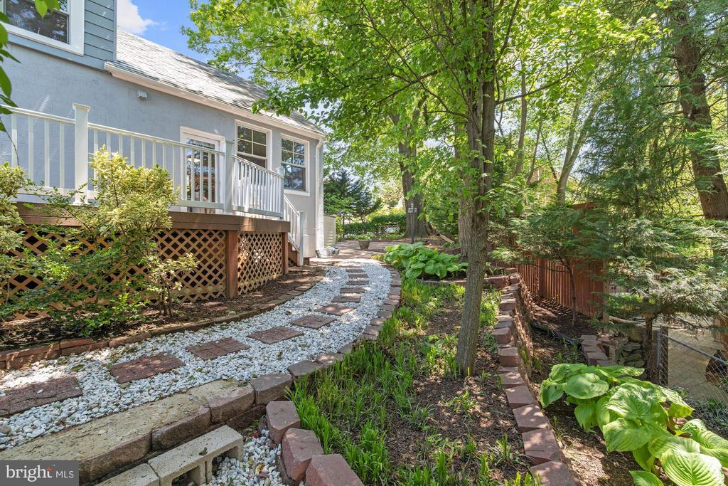 Side yard - 4438 42ND ST NW, WASHINGTON