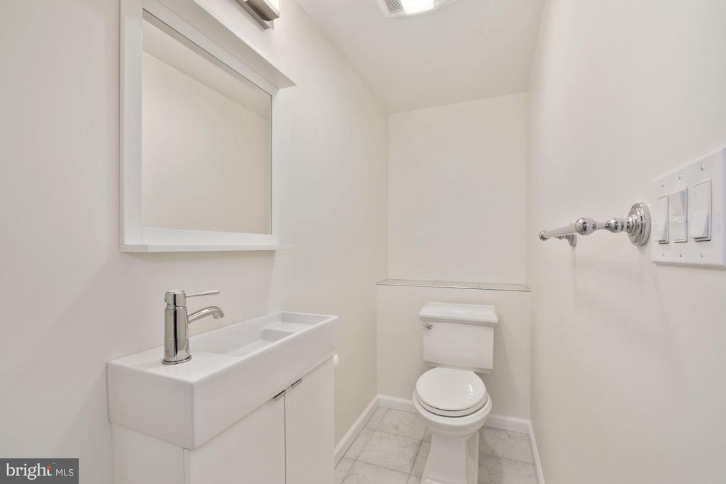 Main floor half bath - 4438 42ND ST NW, WASHINGTON