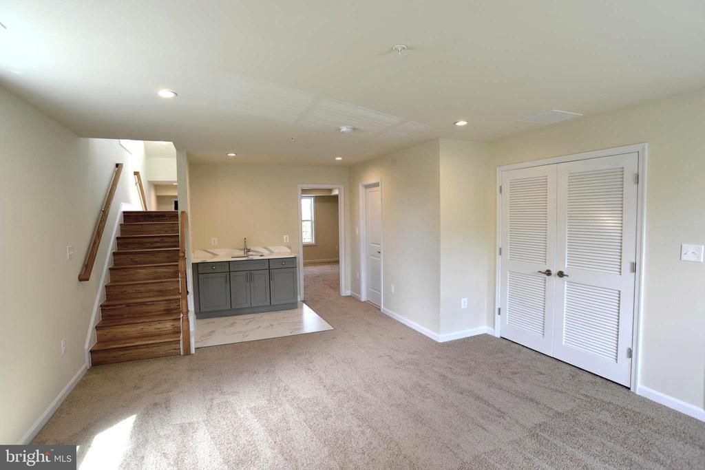 Main level family room with a wet bar - 5509 C ST SE, WASHINGTON