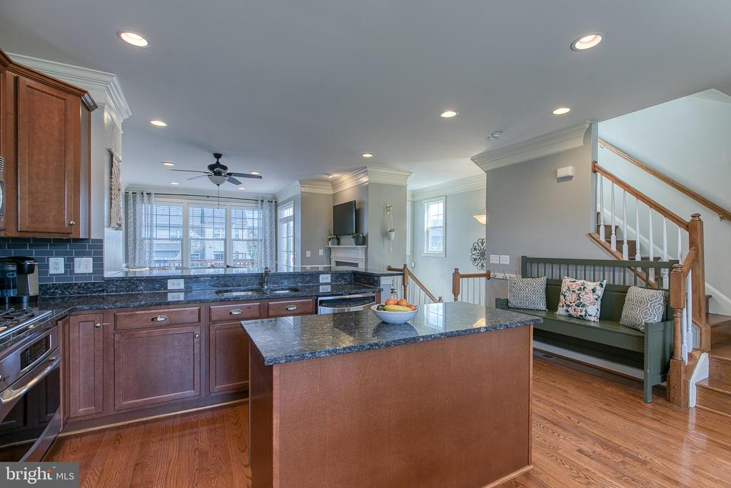 Beautiful open and roomy kitchen. - 214 WOODSTREAM BLVD, STAFFORD