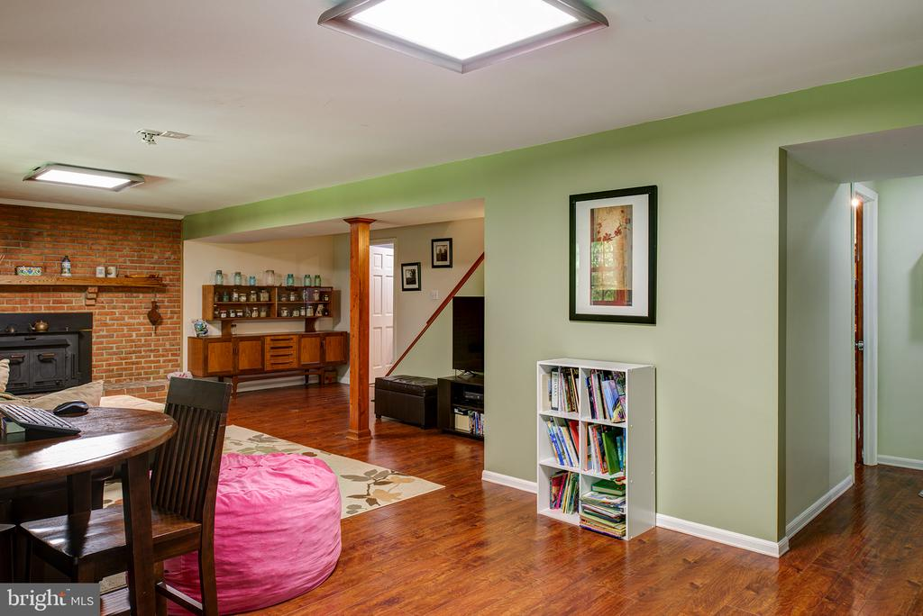 Rec Room w/fireplace - 39225 FOXHILL RD, LEESBURG