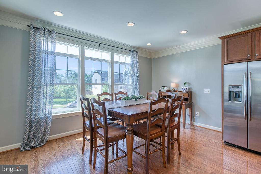 Large dining area. - 214 WOODSTREAM BLVD, STAFFORD