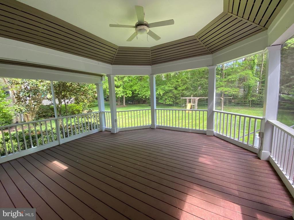 Large screened-in porch with skylights - 1401 HUNTING WOOD RD, ANNAPOLIS