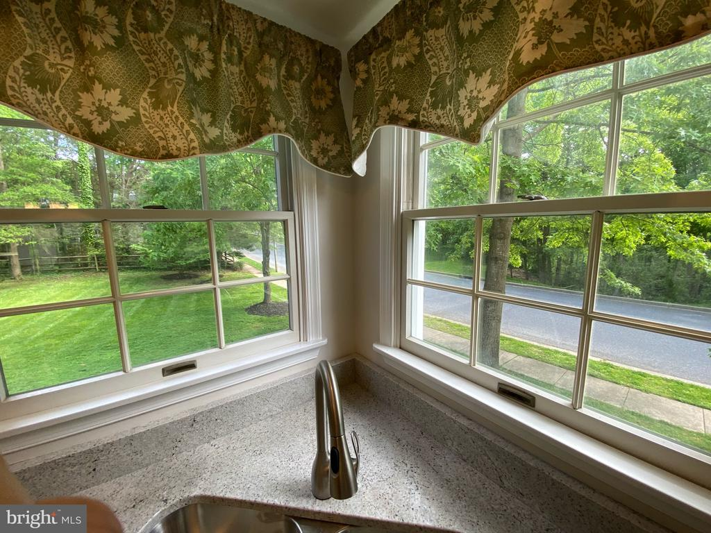 Windows over double sink- overlooking backyard - 1401 HUNTING WOOD RD, ANNAPOLIS