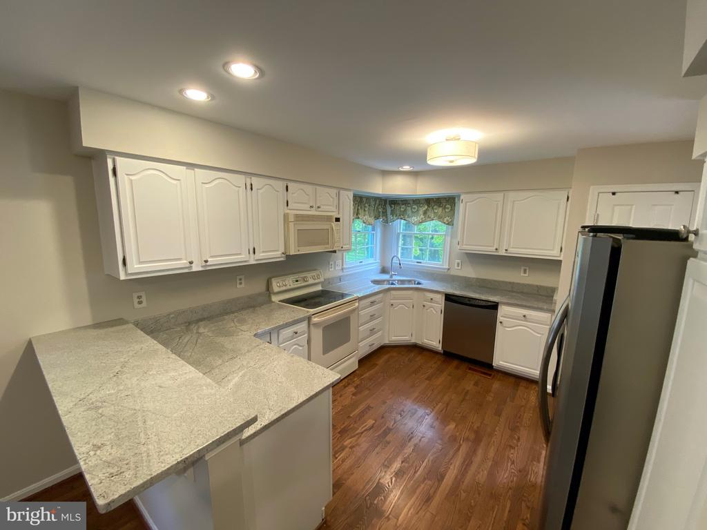 Kitchen with counter seating - 1401 HUNTING WOOD RD, ANNAPOLIS
