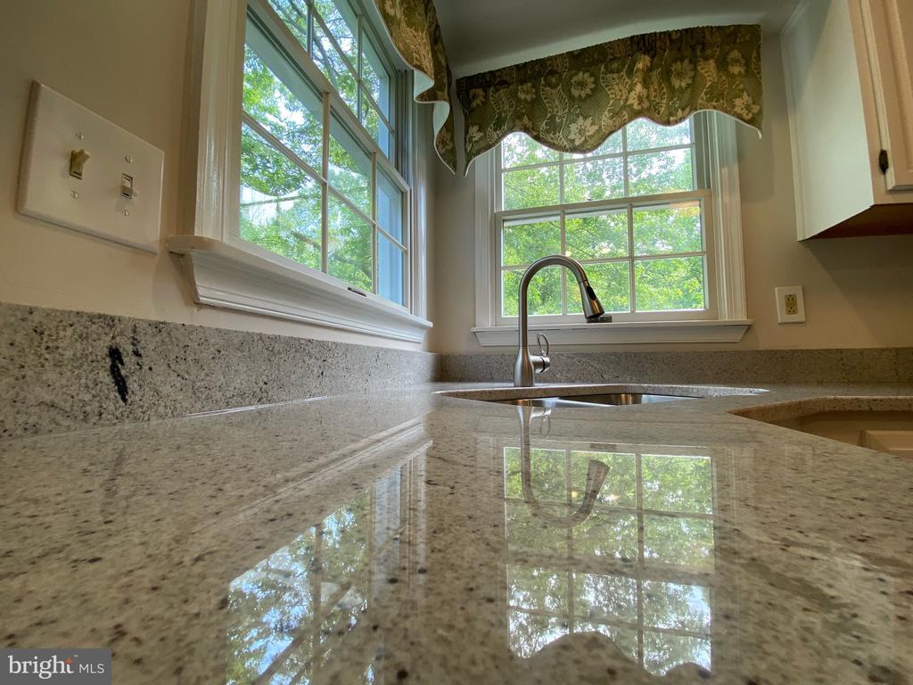 Beautiful new granite countertops - 1401 HUNTING WOOD RD, ANNAPOLIS