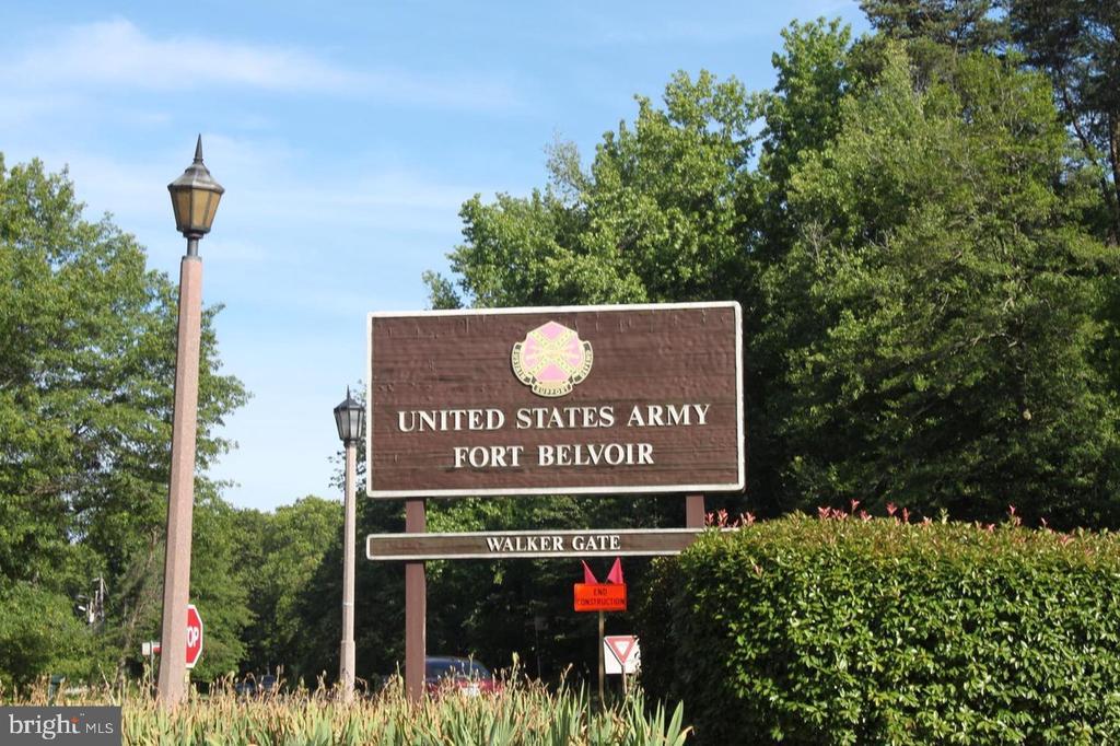 15 Minutes to Fort Belvoir! - 7459 CROSS GATE LN, ALEXANDRIA