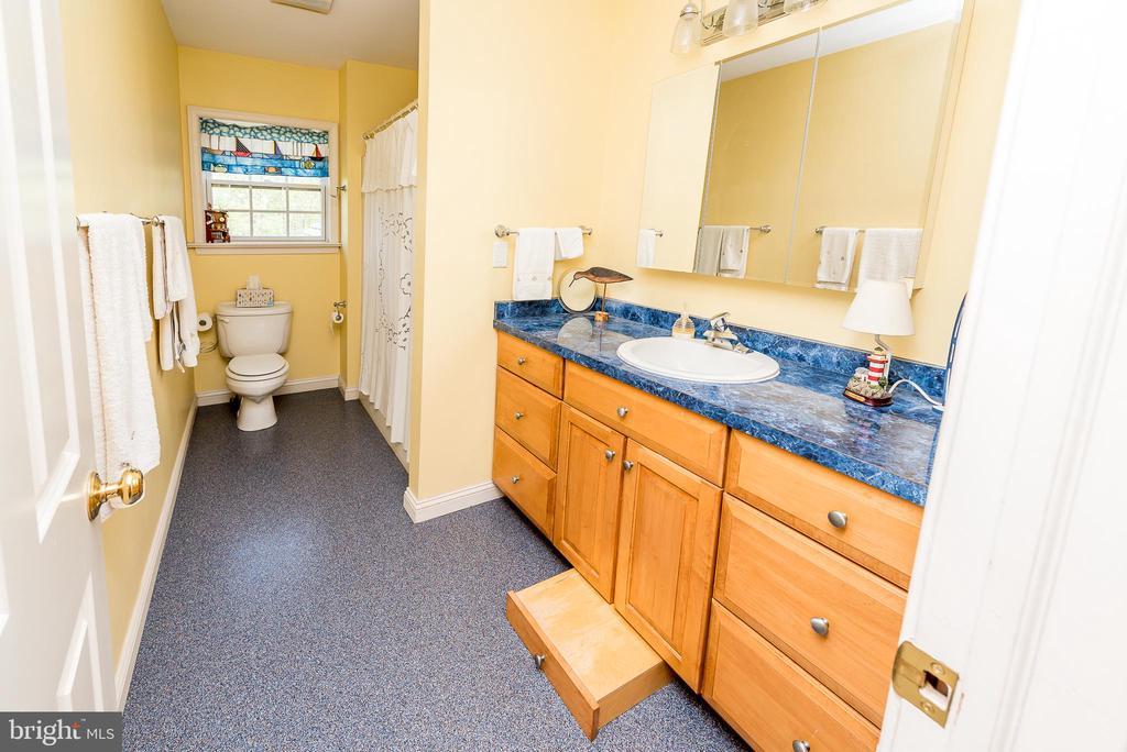 Custom sink stool - 1188 LOST RD, MARTINSBURG