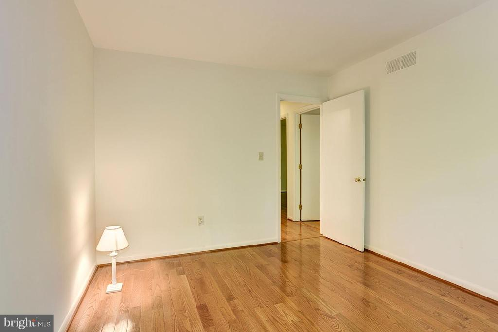 Sizable Bright 'n' Airy Bedrooms - 1693 ALICE CT, ANNAPOLIS