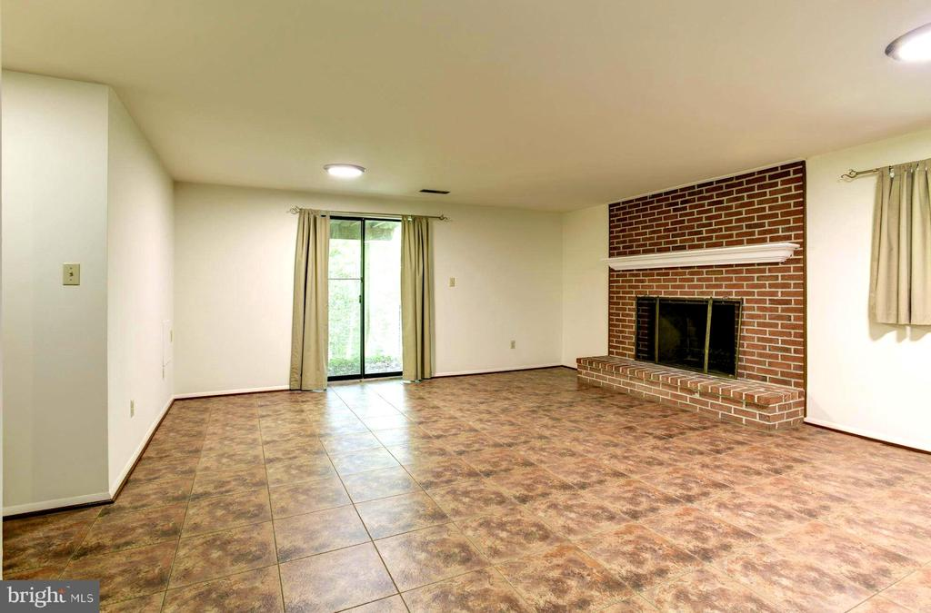 Lots of Space for Game Tables! Sliders to the Yard - 1693 ALICE CT, ANNAPOLIS