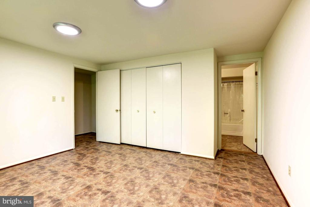 Lower Level Bedroom . Possible In-law Suite! - 1693 ALICE CT, ANNAPOLIS