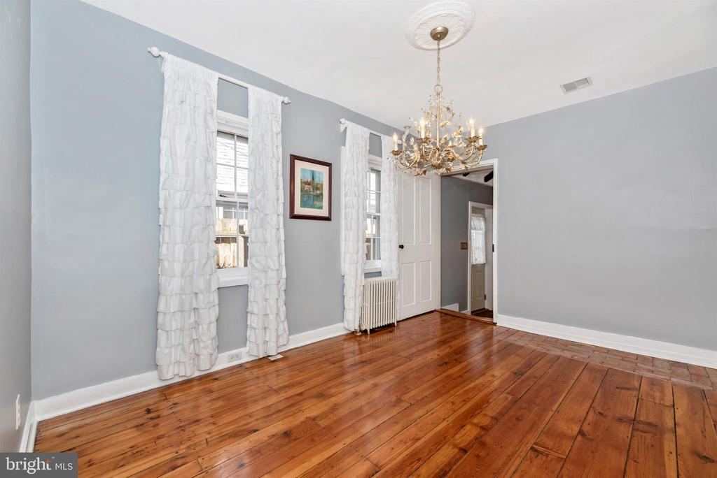 Nice size dining room w/lovely chandelier - 137 W 3RD ST, FREDERICK