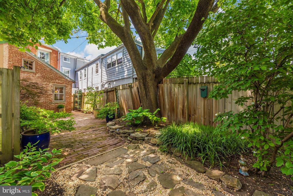 Welcome to your backyard paradise! - 137 W 3RD ST, FREDERICK