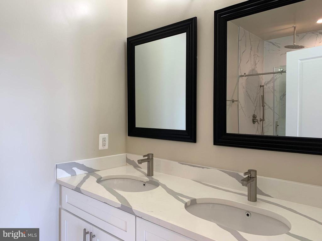 Master bathroom with double vanity - 5509 C ST SE, WASHINGTON