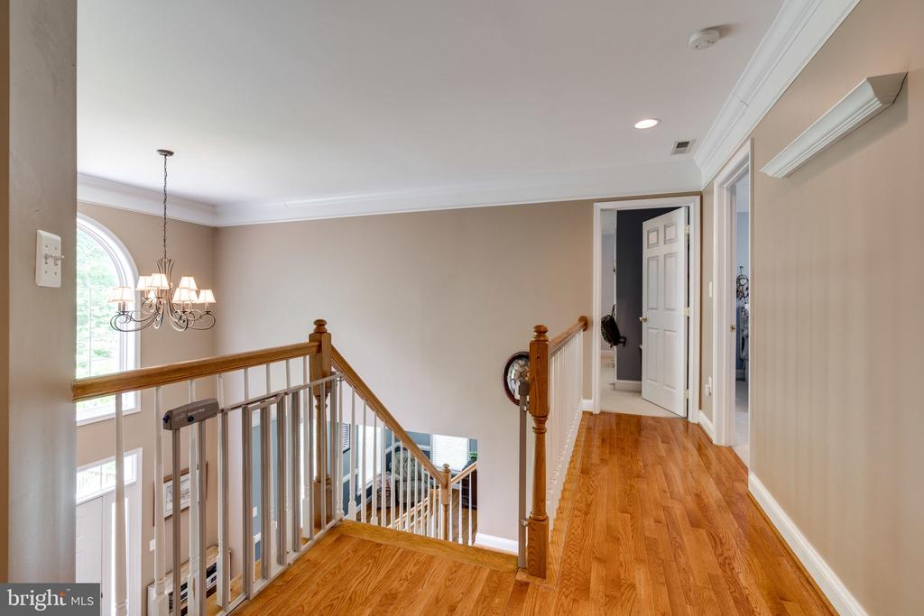 Hardwood floors in hallway - 204 SAIL CV, STAFFORD