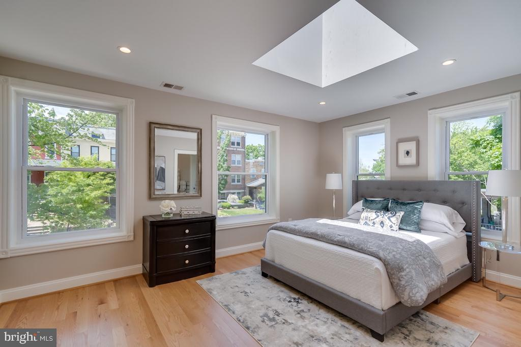 Expanded skylights with 4 grand windows to boot - 517 13TH ST NE, WASHINGTON