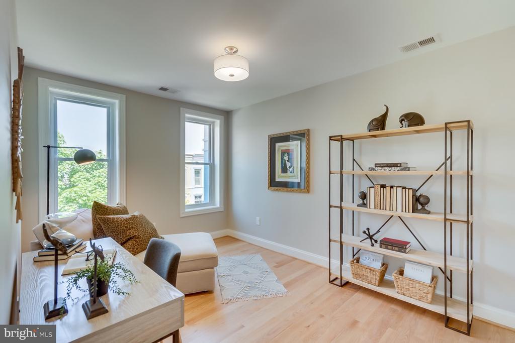 Larger than normal back bedroom - 517 13TH ST NE, WASHINGTON