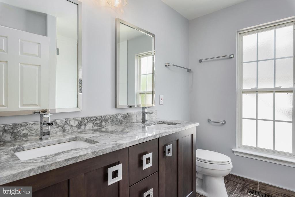 2nd newly remodeled bathroom upstairs - 20436 RIVER BANK ST, STERLING