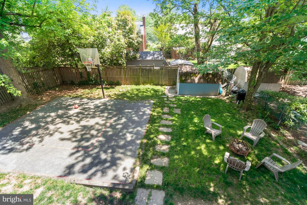 Spacious fenced backyard - 1065 PALMER PL, ALEXANDRIA
