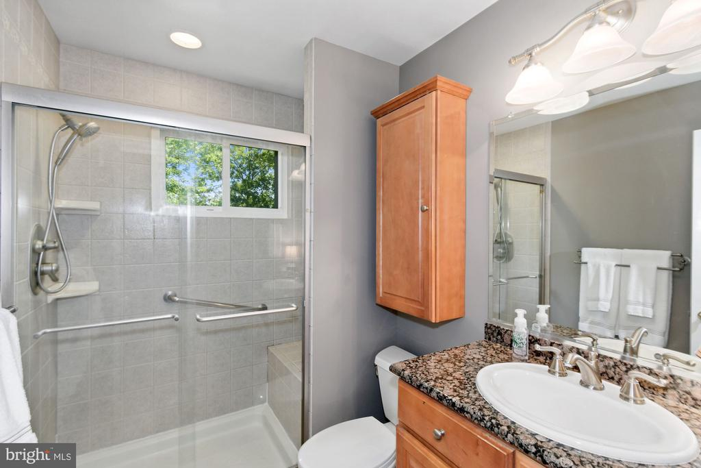 Full bath with walk-in shower - 1065 PALMER PL, ALEXANDRIA