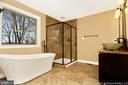 Deluxe master bath - 6430 LAKERIDGE DR, NEW MARKET
