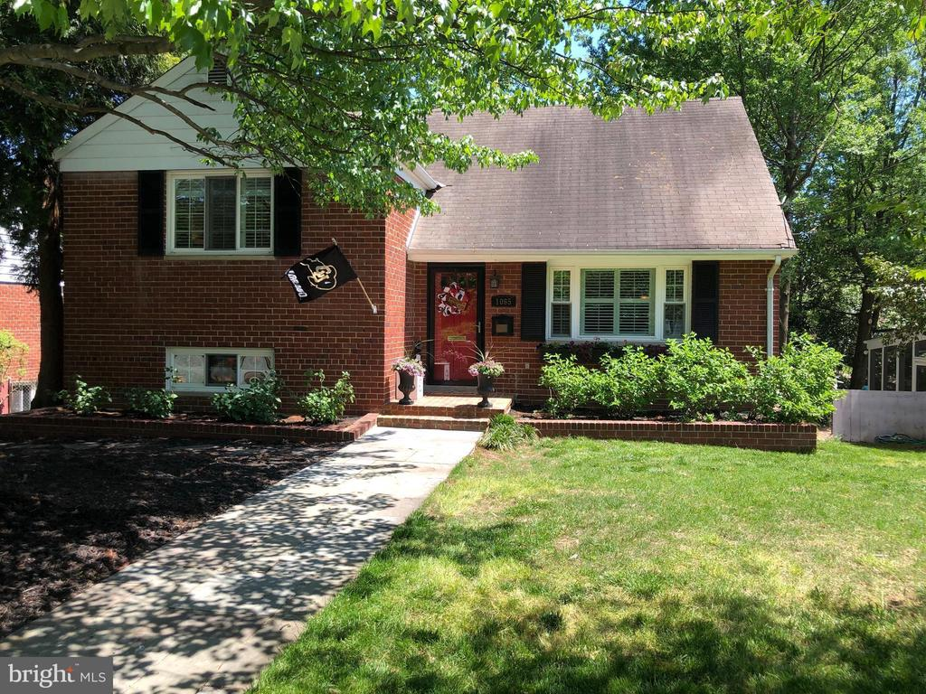 Beautiful home on cul de sac with a spacious lot - 1065 PALMER PL, ALEXANDRIA