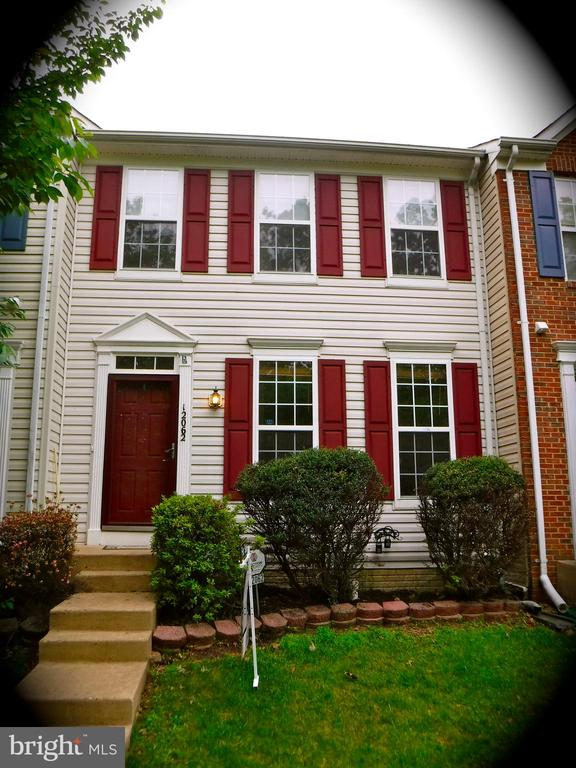 Warm 2-level townhouse with finished basement - 12062 ETTA PL, BRISTOW