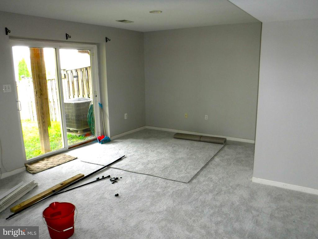 Large Family Room in walk-out basement - 12062 ETTA PL, BRISTOW