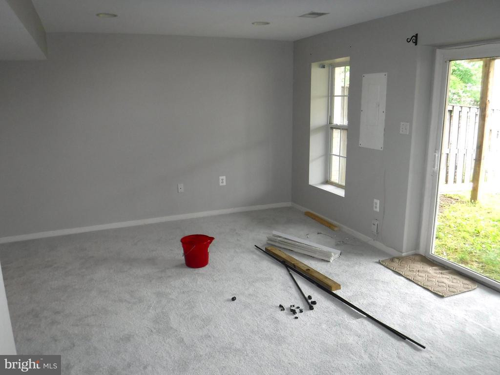 Family Rm in basement, new carpet & fresh paint - 12062 ETTA PL, BRISTOW