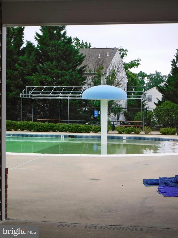 Water feature at community pool, walking distance - 12062 ETTA PL, BRISTOW